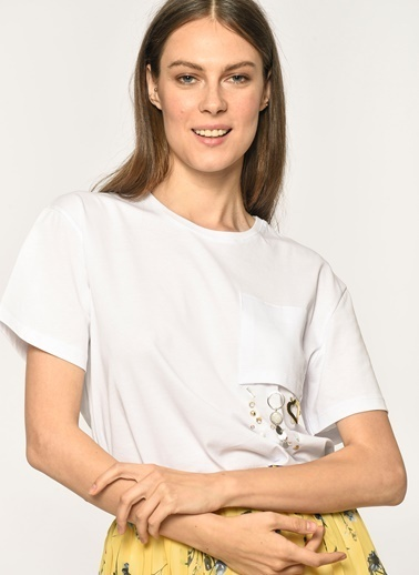 Loves You Ters Cep Taş Aplikeli T-Shirt Beyaz